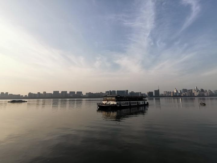 """""""钱印号""""首航 杭州旅游钱塘江"""